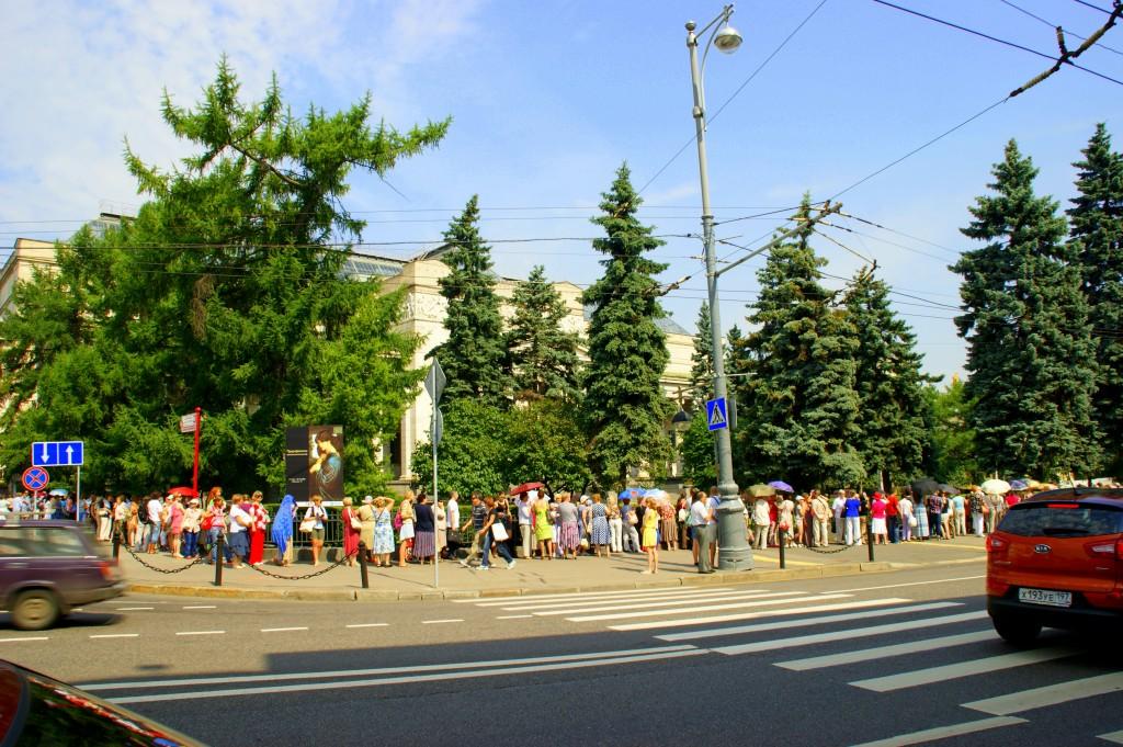 Zdjęcia: Moskwa, Moskwa, Kolejk po  bilety  do teatru, ROSJA