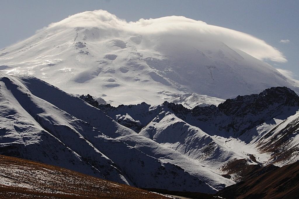 Zdjęcia: Kabardo-Bałkaria, płn. Kaukaz, Ostatni rzut oka na Elbrus za plecami..., ROSJA