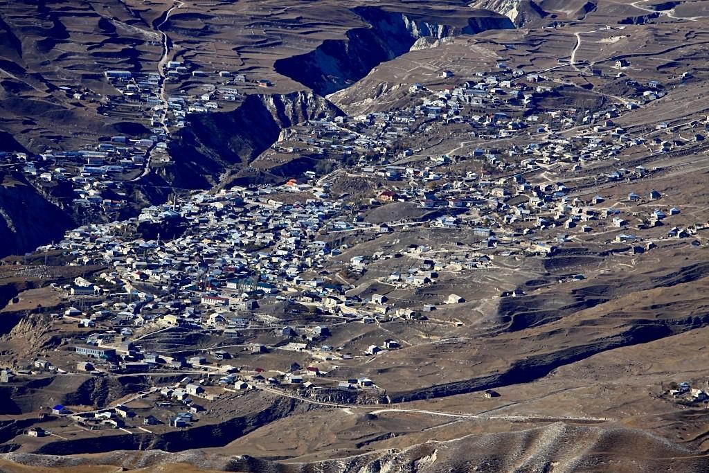 Zdjęcia: Dagestan, duża osada, płn. Kaukaz, Jak groszek na lukrze..., ROSJA
