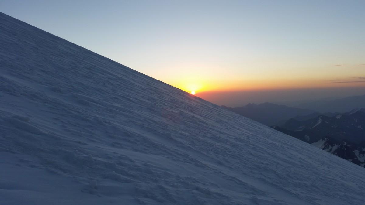 Zdjęcia: Elbrus, Kaukaz, Wschód słonka w drodze na szczyt. :-) , ROSJA
