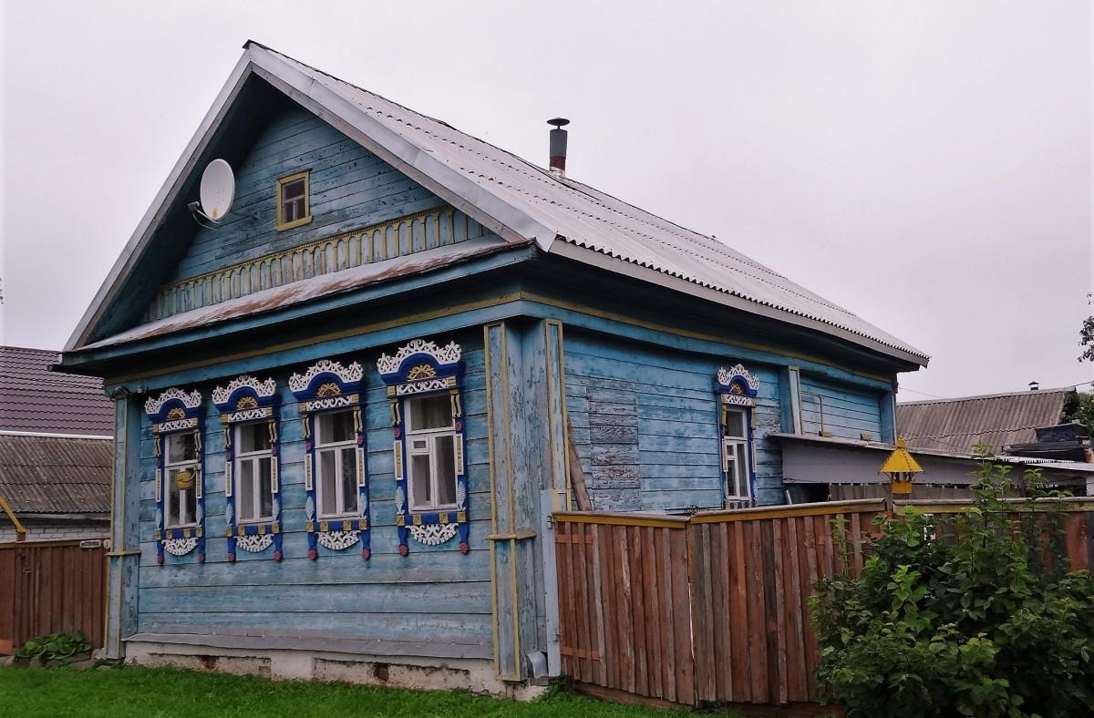 Zdjęcia: Rostów Wielki, Złoty Pierścień Moskwy, Obok pyszniących się przepychem cerkwi przycupnęły skromne, ale urocze chatki , ROSJA