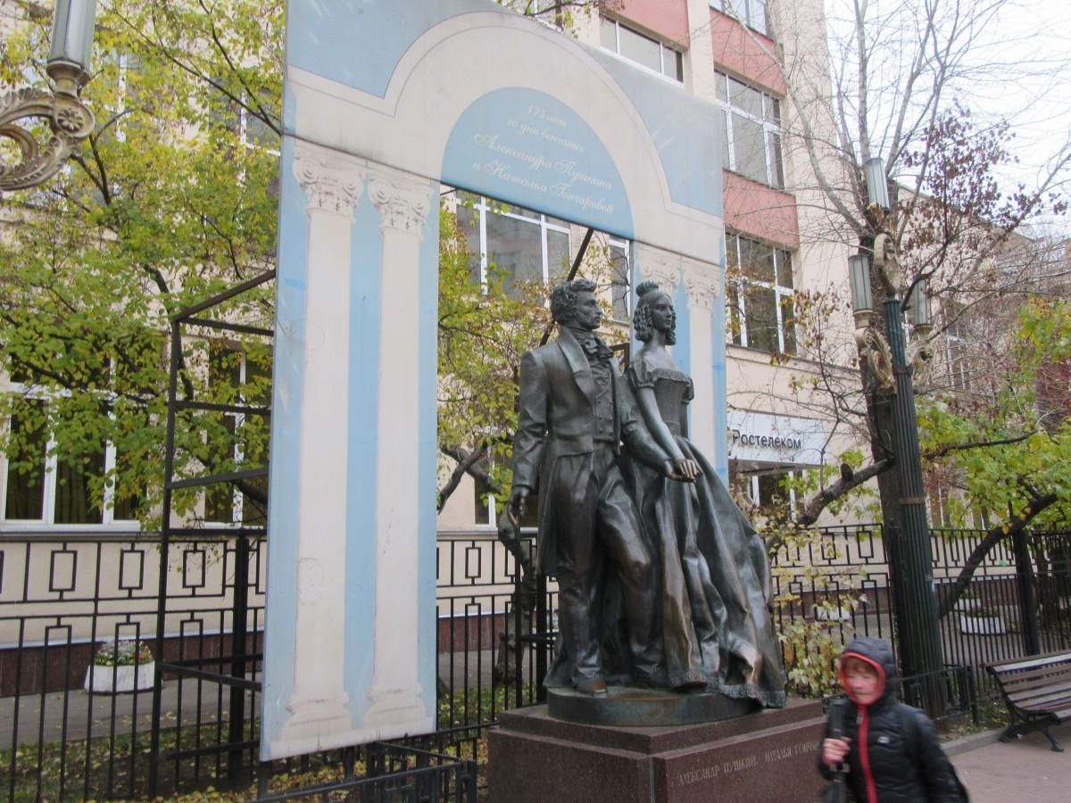 Zdjęcia: Moskwa, Moskwa, Pomnik Puszkina z żoną na Arbacie, ROSJA