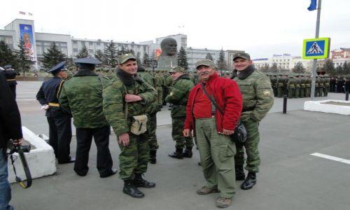Zdjęcie ROSJA / Ułan -Ude / Buriacja / Panie Lenin....kto jest bardziej czerwony???