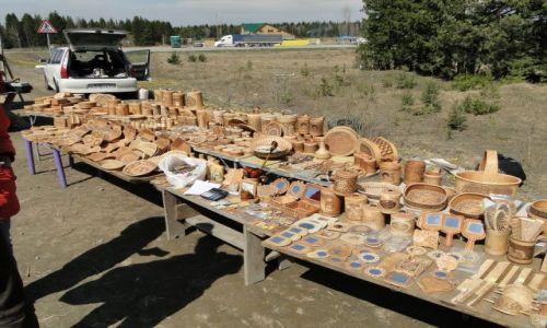 ROSJA / trasa Marinsk-Krasnojarsk / przydrożny bazarek / Bazarek przydrożny....wyroby z kory brzozowej