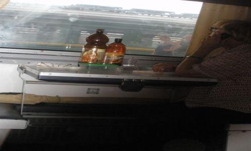 Zdjęcie ROSJA / Petersburg / płackarta / w drodze do Sankt Petersburga; na zdrowie!