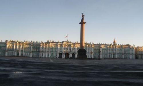 Zdjęcie ROSJA / Sankt Petersburg / Plac Pałacowy / Kolumna Aleksandrowska o poranku