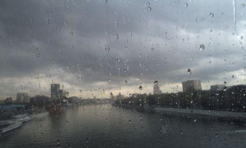 Zdjęcie ROSJA / Moskwa / centrum handlowe / Deszczowa Moskwa