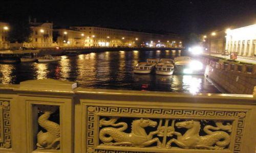 Zdjęcie ROSJA / Sankt Petersburg / jeden z kanałów / Sankt Petersburg nocą
