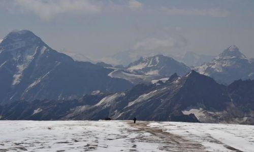 Zdjecie ROSJA / Kabardino-Balkaria / Elbrus / KONKURS   w drodze do obozu