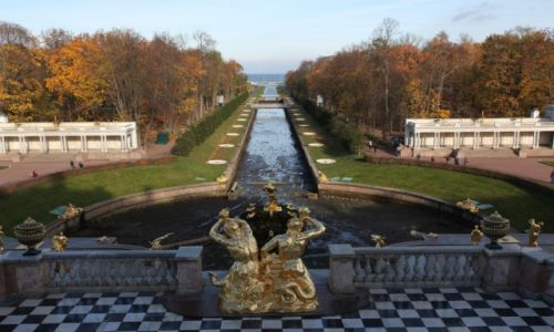 Zdjęcie ROSJA / Sankt Petersburg / Peterhof / Na tyłach pałacu carów Rosji - Peterhof