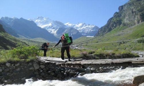 ROSJA / Kaukaz / Dolina Bezingi / W drodze pod Ułłuauz Baszi