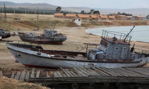 Zdjęcie ROSJA / Jezioro Bajkał / Chużir / Opuszczony port rybacki