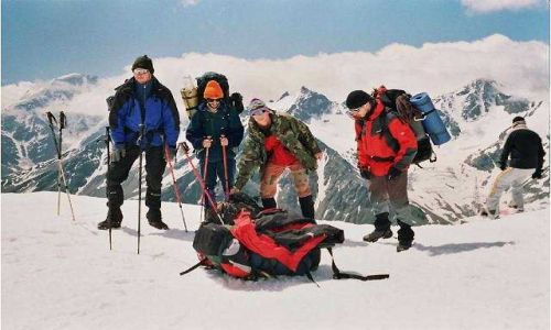 Zdjecie ROSJA / Kaukaz / Elbrus / Schronisko Boćki. Od lewej Karol, Witek, Jaco, i ja Jacek:)