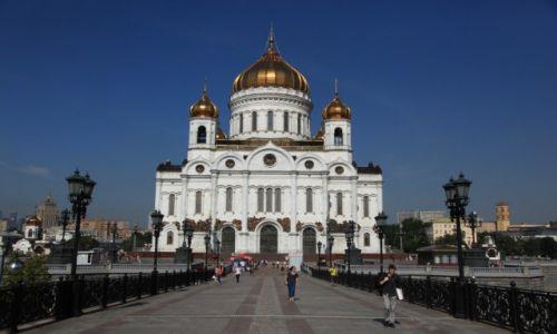Zdjęcie ROSJA / Moskwa / Nieopodal Kremla nad rzeką Moskwa / Katedralny sobór Chrystusa Zbawiciela