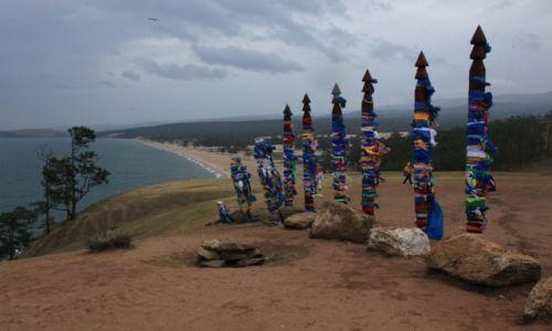 Zdjęcie ROSJA / Bajkał, Olchon / Chużir /  Serge - święte pale Buriatów nad jeziorem Bajkał