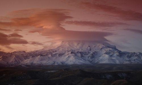 Zdjecie ROSJA / Płn. Kaukaz / Karaczajo-Czerkiezja / Elbrus o wschodzie