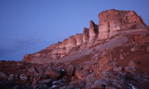 Zdjęcie ROSJA / Karaczajo-Czerkiezja / okolice. Elbrusa / Jedno z pasm Kaukazu