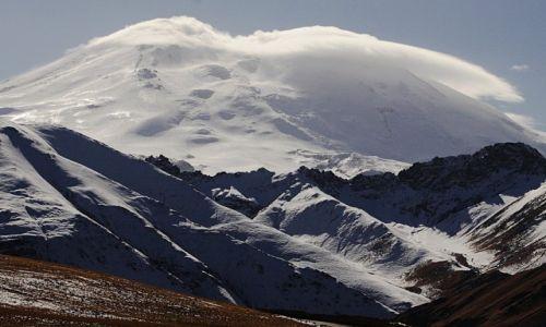 Zdjęcie ROSJA / płn. Kaukaz / Kabardo-Bałkaria / Ostatni rzut oka na Elbrus za plecami...
