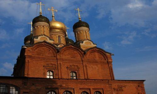 Zdjecie ROSJA / Moskwa  / nad rzeką Moskwą / Cerkiew na Warwarce