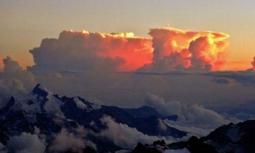 ROSJA / Kabardyno-Bałkaria / Elbrus / Atomowe chmury: Cumulonimbus capillatus incus
