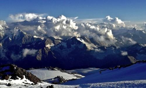 Zdjecie ROSJA / Kabardyno-Bałkaria / Elbrus / Gruzja ukryta w chmurach