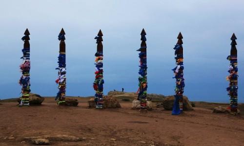 Zdjęcie ROSJA / Jezioro Bajkał /  Wyspa Olchon / Chużir / Święte pale Buriatów