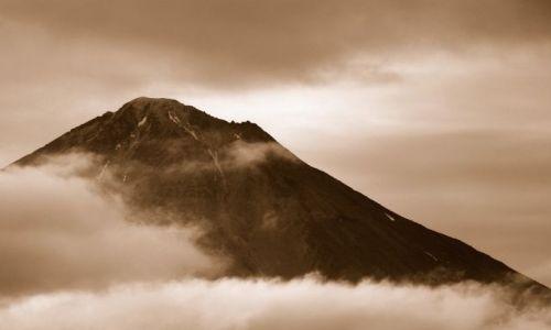 Zdjęcie ROSJA / Kamczatka / Zachodnie wybrzeże / Wulkan Opala