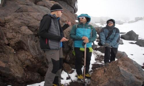 Zdjecie ROSJA / Kabardino-Balkarskaya Republits, Rosja / okolice schroniska Priut 11 / Skała pamięci tych co zgineli na Elbrusie