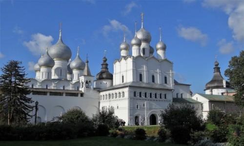 Zdjecie ROSJA / Złoty Pierścień Moskwy / Rostów Wielki / Eleganckie kopuły Kremla