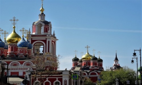 Zdjecie ROSJA / Moskwa / Ulica Warwarka / W Moskwie, gdzie nie staniesz, widzisz cerkiew albo ich kilka