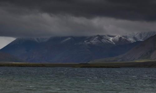 ROSJA / Jakucja ( republika Sacha ) / Góry Czerskiego pasmo Momskie / nadciąga front