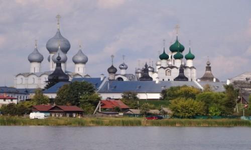 Zdjecie ROSJA / Złoty Pierścień Moskwy / Widok z jeziora Nero / Kreml w Rostowie