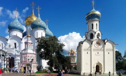 Zdjecie ROSJA / Sergiew Posad / Ławra Troicko-Siergiejewska - rosyjska Częstochowa / W którą stronę się nie obrócisz, tam stoi cerkiew