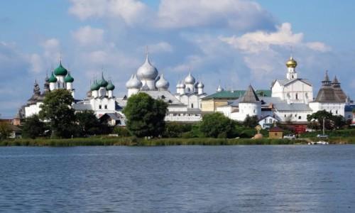Zdjecie ROSJA / Złoty Pierścień Moskwy / Rostów, widok z jeziora Nero / Zachwycający Kreml
