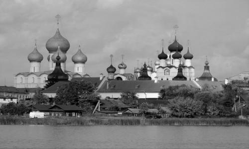 Zdjecie ROSJA / Złoty Pierścień Moskwy / Rostów - Kreml / Kolorowe w czerni i bieli