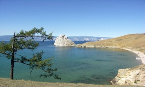 Zdjecie ROSJA / Syberia / Wyspa Olchon / Bajkał w słoneczny dzień