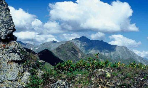 Zdjecie ROSJA / Kaukaz / Kaukaz / Szczyty w chmurach