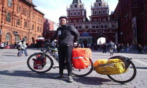 ROSJA / Moskiewski / Moskwa / Na Placu Czerwonym - 1750 km od Sopotu