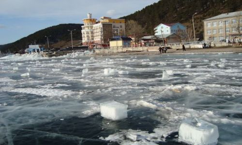 Zdjecie ROSJA / Syberia / Listvianka / Kostki lodu tylko Parasolek brak...