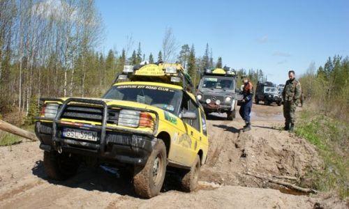 Zdjęcie ROSJA / Archangielsk / w drodze do Onegi / w Rosji nawet mały strumyk może być przeszkodą
