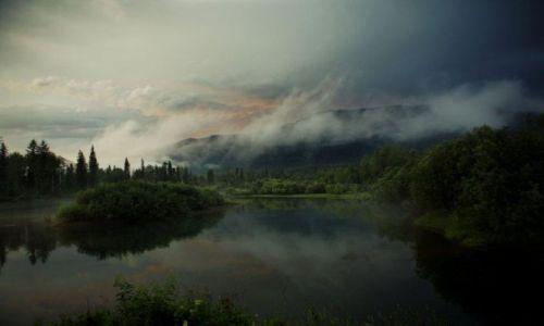 Zdjecie ROSJA / Sajany Wschodnie / rzeka Kizyr - ok 200km od najbliższej wioski / Woda i góry