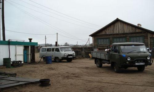 Zdjecie ROSJA / wyspa Olchon, Bajkał / Chużyr / Jedyna stacja benzynowa na Olchonie