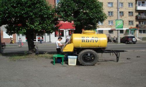 Zdjęcie ROSJA / Krasnojarsk, Syberia / Krasnojarsk / Sprzedaż kwasu chlebowego (rosyjskie klimaty)