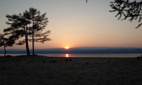 Zdjecie ROSJA / Irkucka Oblast / Wyspa Olchon / Zachód słońca nad Bajkałem