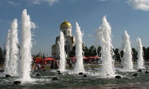 ROSJA / Moskwa / Moskwa / fontanny w upał