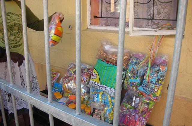 Zdjęcia: slamsy kapsztadu, sklepik, RPA