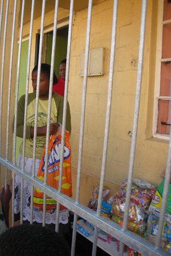 Zdj�cia: slamsy kapsztadu, sklep, RPA