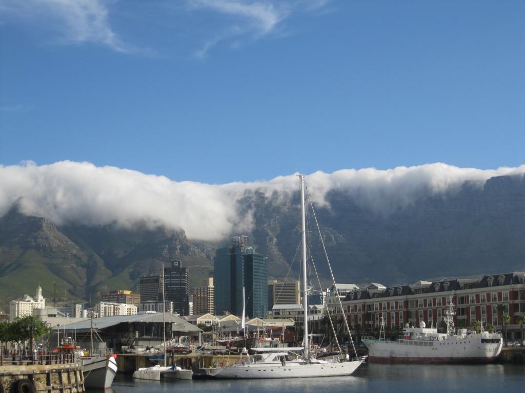 Zdjęcia: Kapsztad  RPA, Kapsztad  RPA, Góra Stołowa  okryta mgłą, RPA