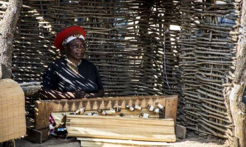 Zdjęcie RPA / Shakaland / Shakaland / Zuluska przy pracy