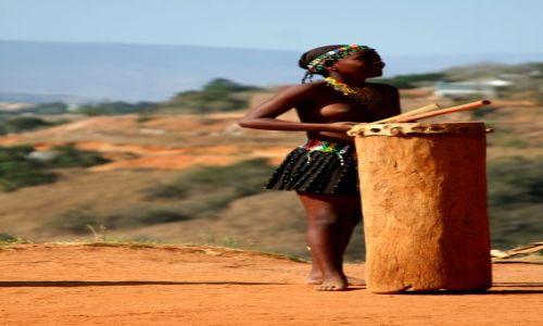 Zdjecie RPA / Zululand / wioska Zuluska / Dziewczyna z wi